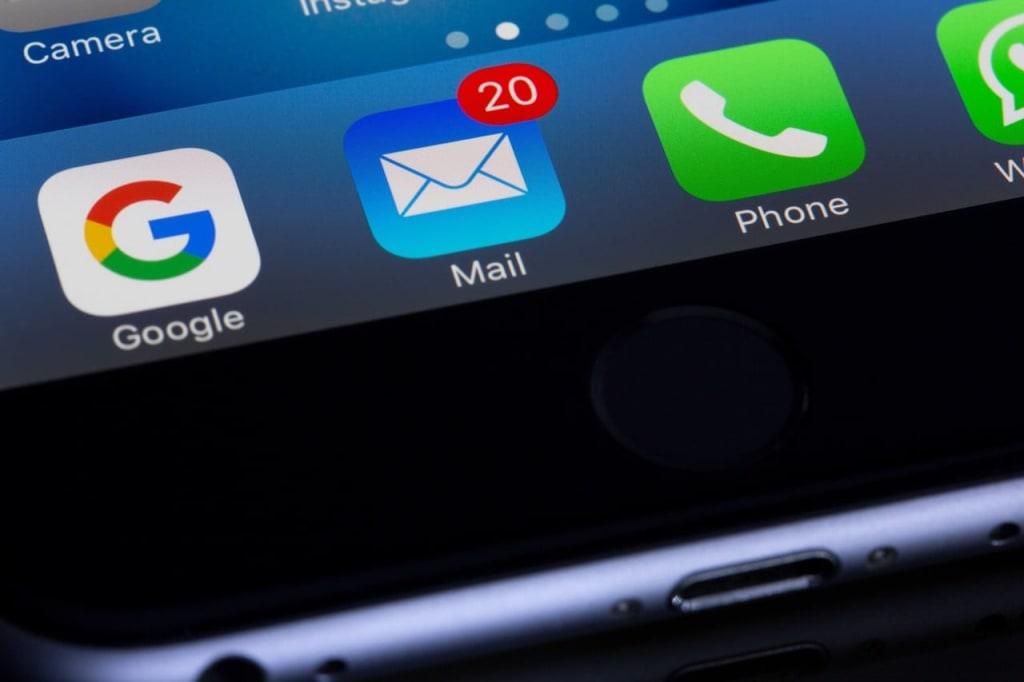 notificações do e-mail para simbolizar o que é skimming