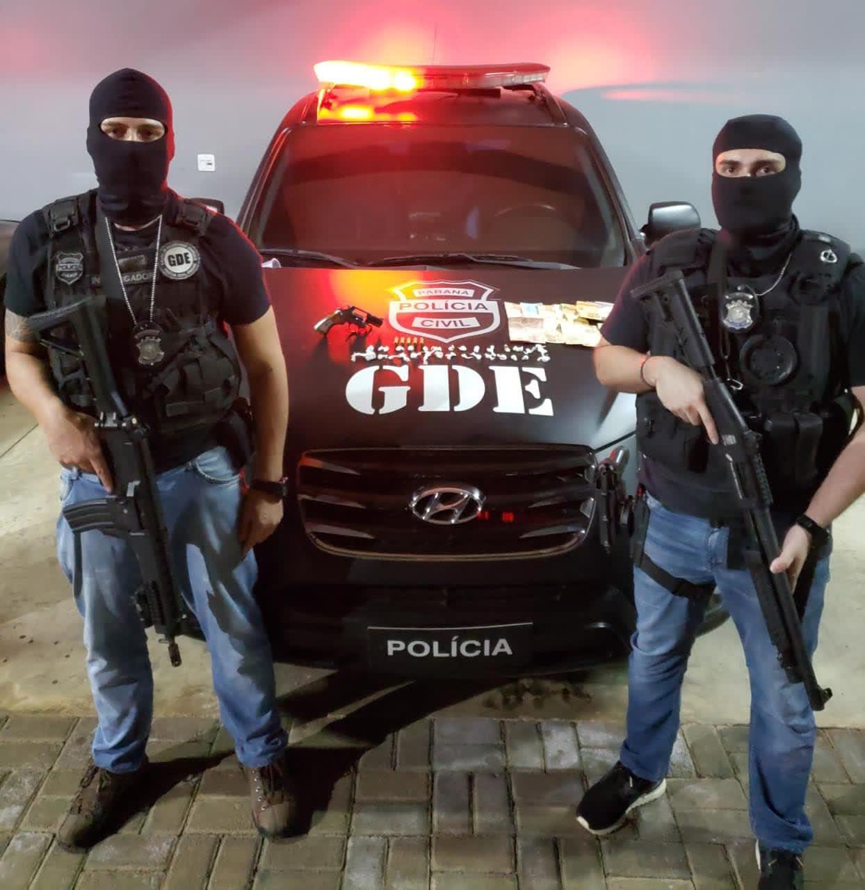 Policia Civil (GDE) prende dois traficantes e apreende um menor por tráfico de drogas