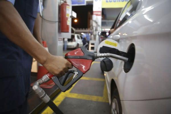 Preço da gasolina sobe 2,5%, mas Sul mantém litro mais barato