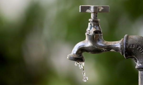 Calor eleva consumo de água em meio à pior estiagem no Paraná