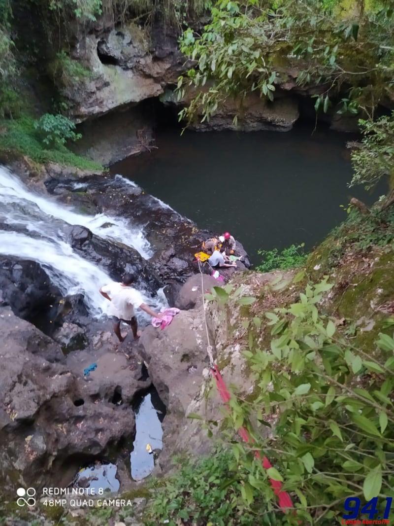 Homem cai em cachoeira e fica gravemente ferido