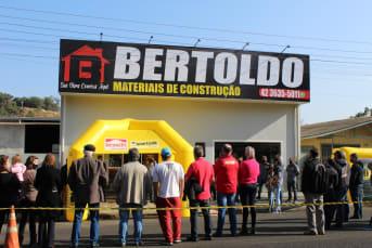 Inaugurou na manhã deste sábado (14/08) a Bertoldo Materiais de Construção em Laranjeiras do Sul