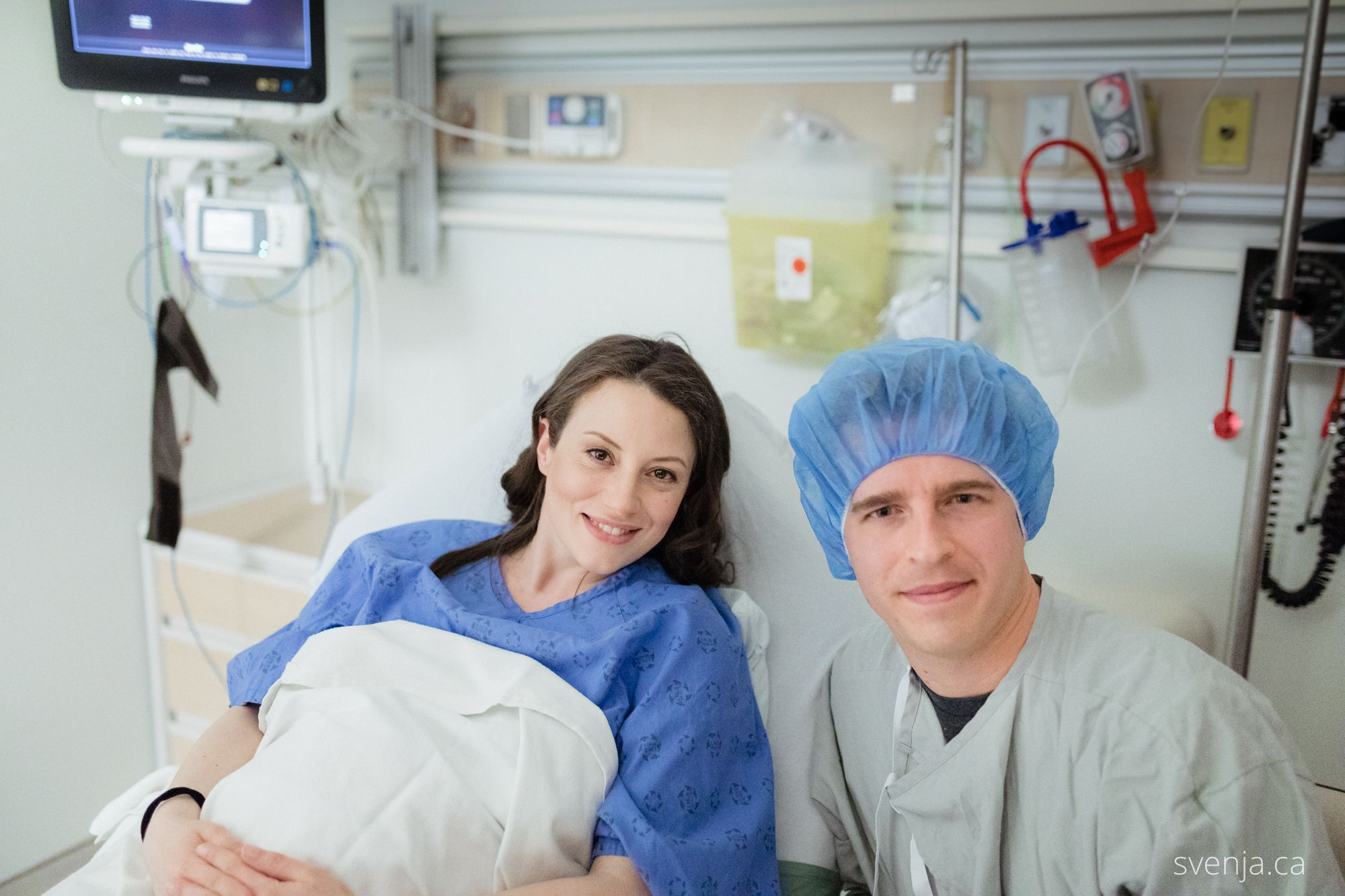image of svenja and aaron in the hospital for the birth