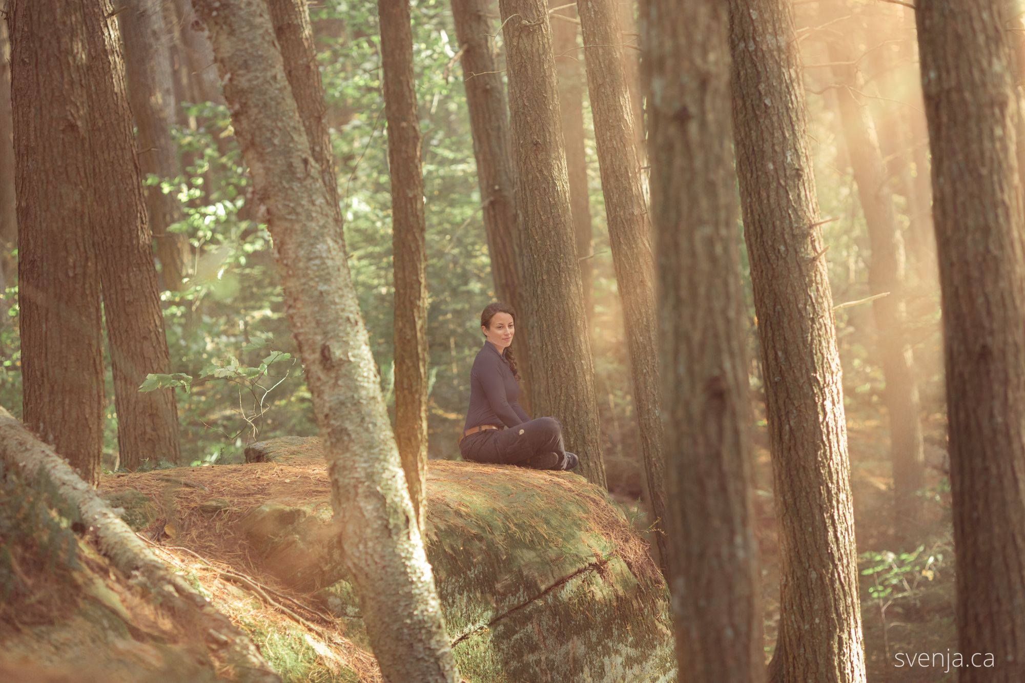 Svenja relaxing during a hike to Rock Lake, Algonquin Park