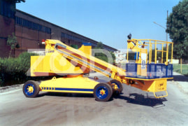 Telescopic Self-propelled Lift (STL1400) with metal basket - Lajvar Company