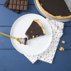 Tarte au chocolat avec une pâte faite en biscuit