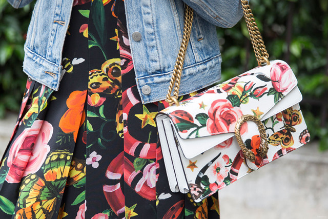 #Trendstop FW 17-18 Womens trends on #WeConnectFashion. Directional Prints: Heightened Blooms, pictured: Paris street style July 2016