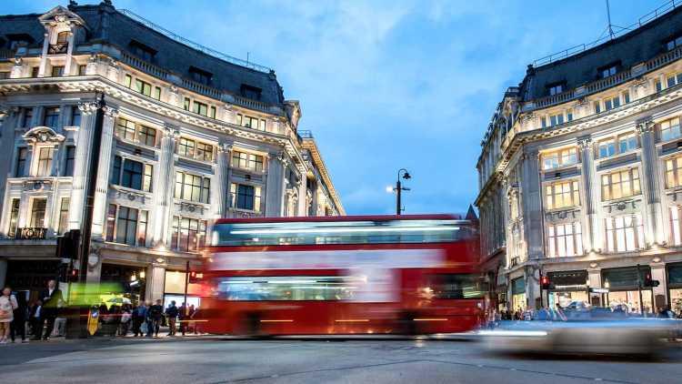 Rue animée à Londres
