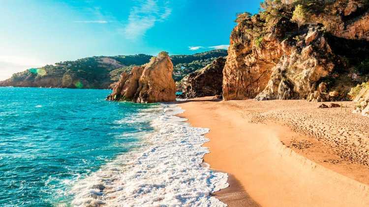 Playa nudista, Illa Roja en Begur