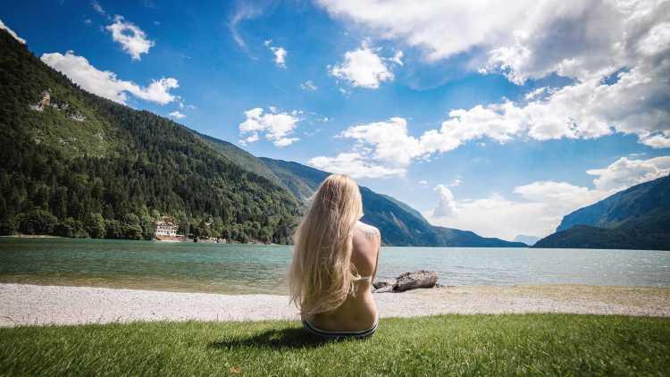 Lago e montagne
