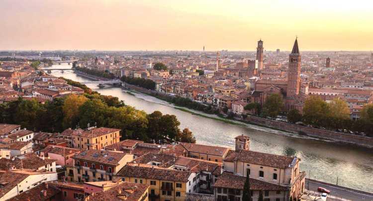 La città attraversata dall'Adige