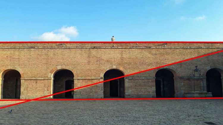 compositie van foto aangeduid met rode lijn