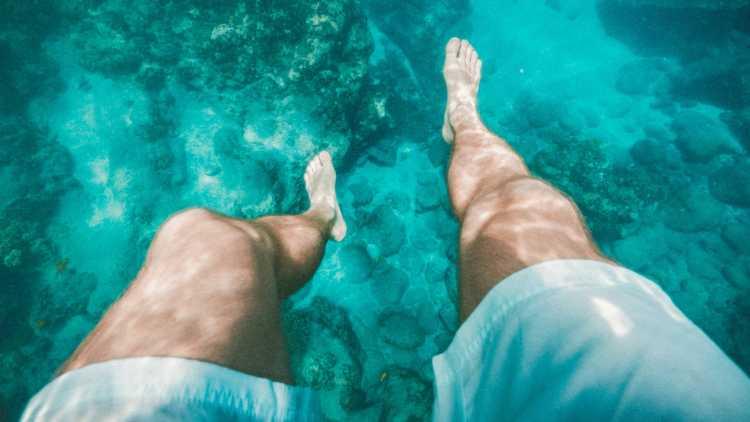 Date un bañito en un embalse de aguas cristalinas
