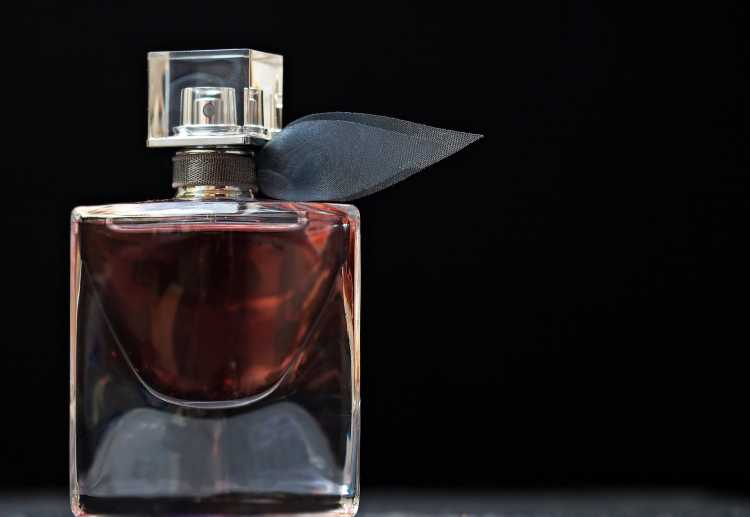 Bouteille de parfum en verre