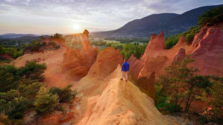 Randonneur dans le Colorado Provençal, Rustrel