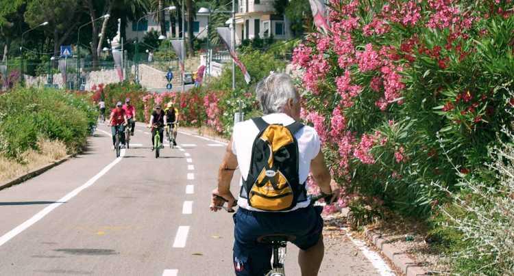 Passeggiata lungo la pista ciclabile