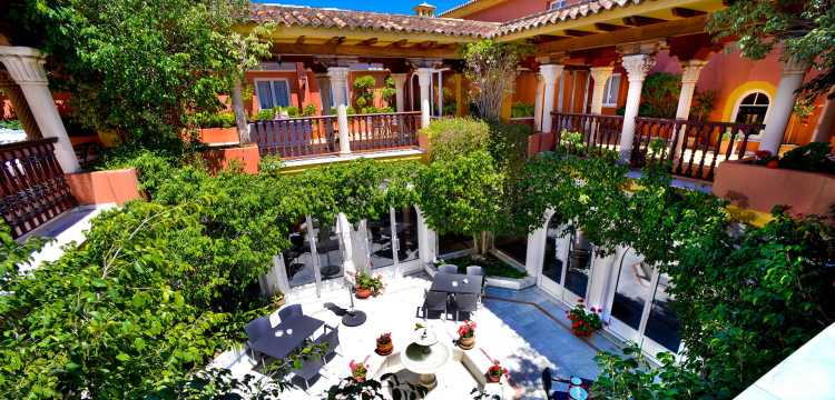 Top 5 hoteles con pensión completa en Andalucía