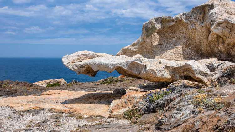 Roca esculpida en la isla de Cullaró, Cap de Creus