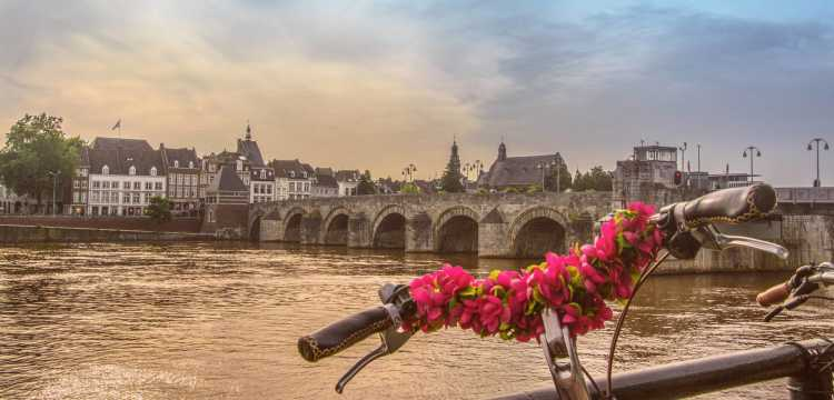 Maastricht met de beroemde Maasbrug