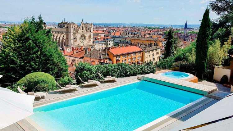 La piscine à la Villa Florentine