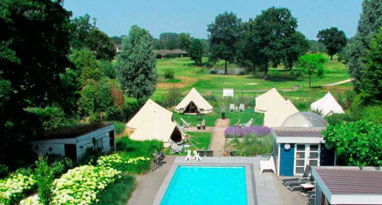 Glamping, De Witter Merel, Paal