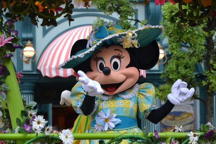 Minnie, dans les rues de Disneyland !