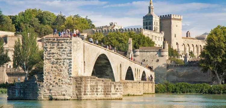 Avignon ville avec le pont de Saint-Bénezet