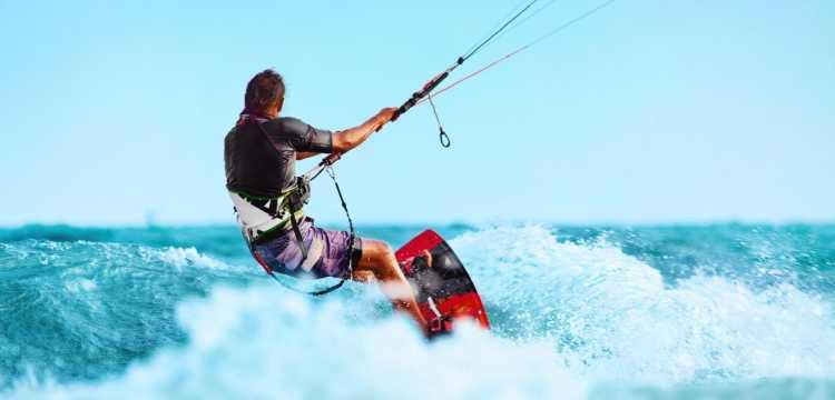 Les 5 meilleurs spots pour s'essayer au kitesurf cet été