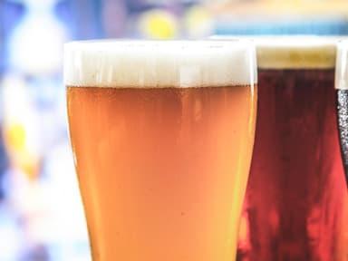Bière blonde, brune et blanche