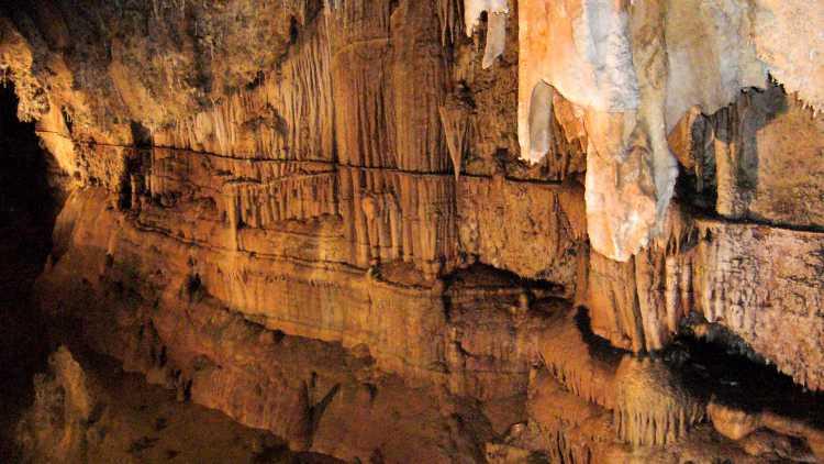 Grottes de Limousis
