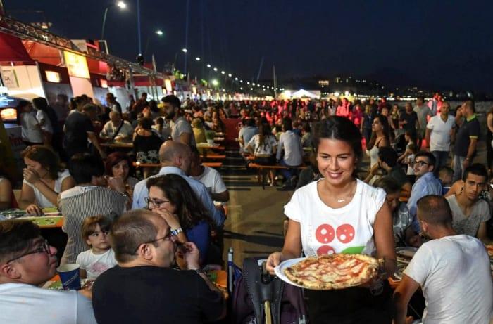 En 2019, Naples met à l'honneur son petit bijou culinaire pour la neuvième année consécutive lors de la Fête de la Pizza.
