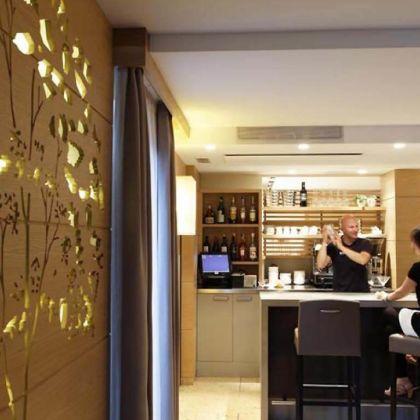 Art design hotel napura bolzano deals booking for Design hotel napura