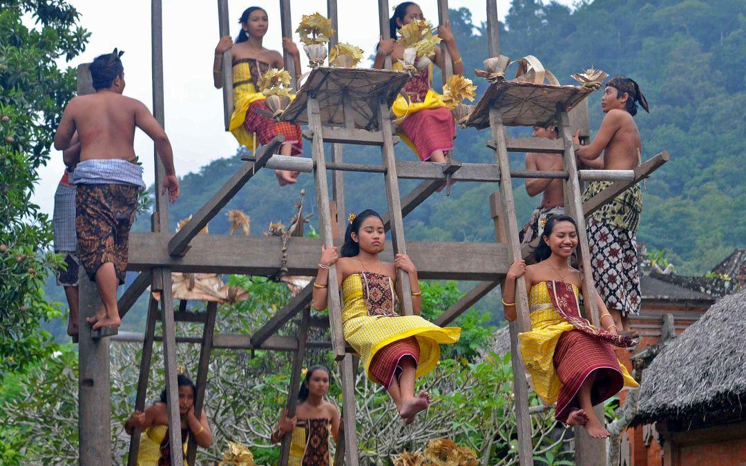 Tradisi Ayunan Desa Tenganan Wego Indonesia Travel Blog