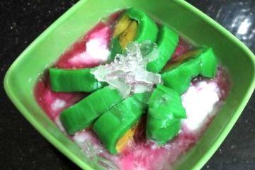 Es Pisang Ijo khas Makassar yang segar. (FOTO: justtryandtaste.com)