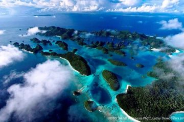 Raja Ampat yang dikenal termasuk ke dalam 10 lokasi menyelam terbaik di dunia.