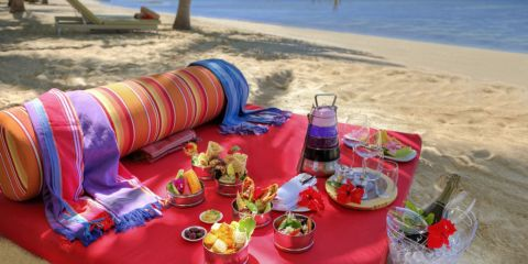 2. VOMO Beach Picnic lunch-1
