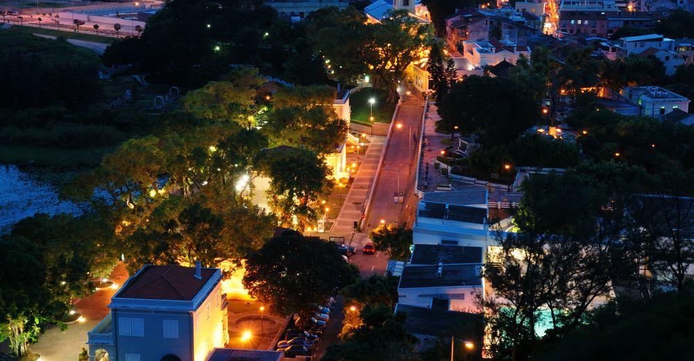 Taipa Village di malam hari.