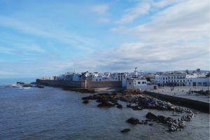 """Medina"" atau kota Essaouira dari kejauhan (foto: Mega Caesaria)."