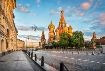Do Not, I Repeat, Do Not Even Think About Doing These 5 Things When You're Travelling to Russia (Infographic)
