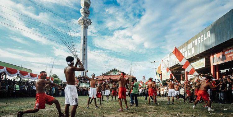 Kota dengan Festival Lebaran Unik - Pukul Sapu, Maluku Tengah