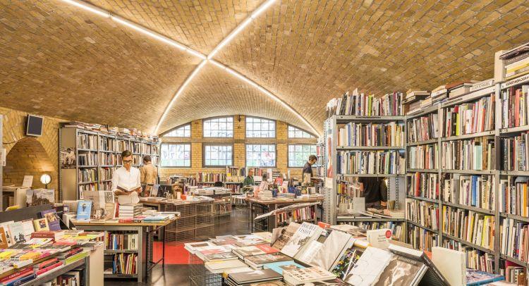 Menelusuri Toko Buku indie di Berlin Jerman - Bucherbogen Savignyplatz