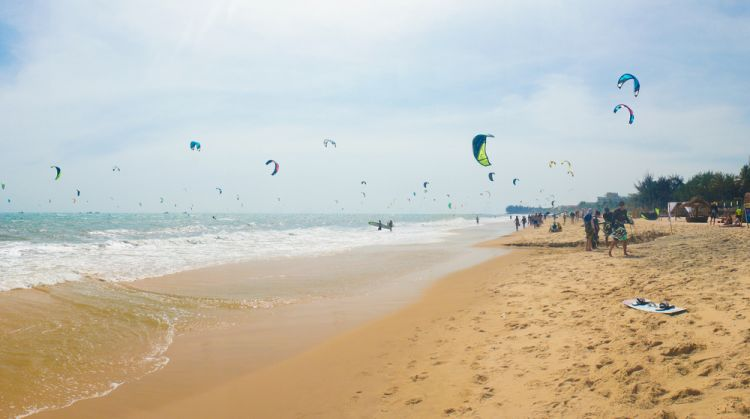 7 Hal Seru yang Wajib Dilakukan di Mui Ne_Kitesurfing dan Windsurfing