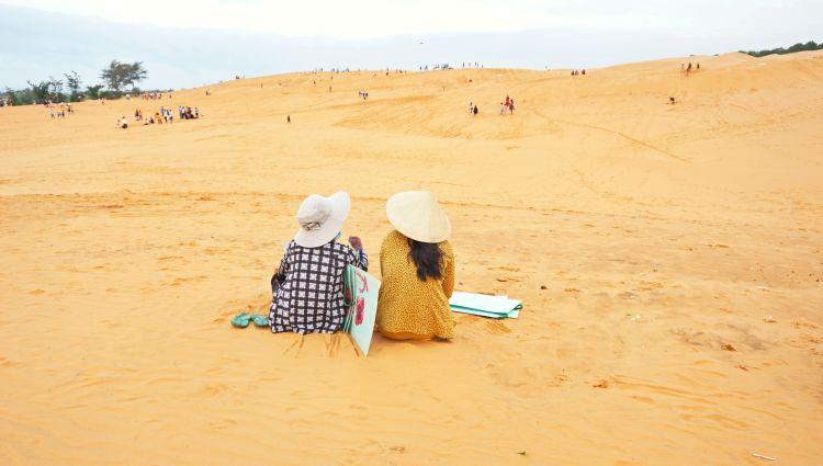 7 Hal Seru yang Wajib Dilakukan di Mui Ne_Sunset di Red Sand Dunes