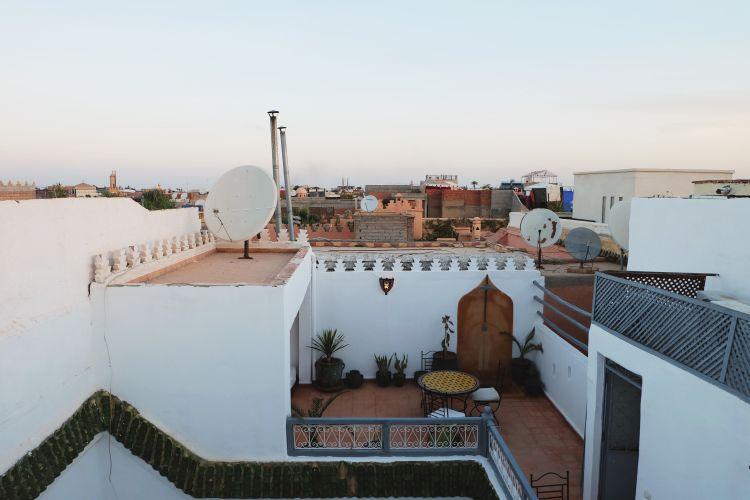 Rooftop Riad Dar Wildeve bisa buat lihat sunset atau sunrise (foto: Mega Caesaria).