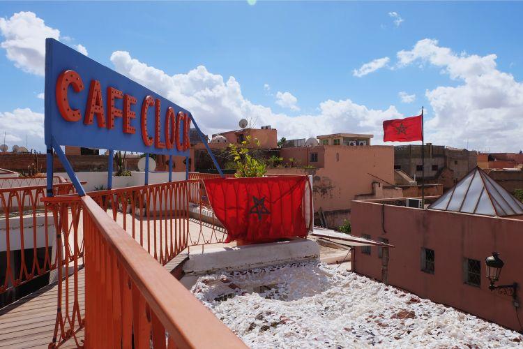 Bisa naik dan berfoto di atapnya (foto: Mega Caesaria).