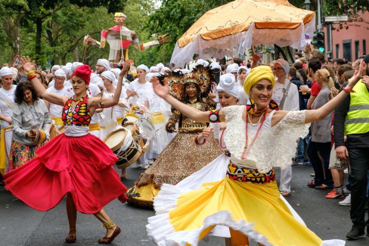 Melihat Parade dan Festival Jalanan - Karneval der Kulturen