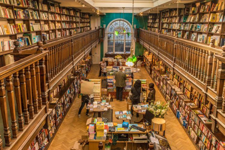 Ini Alasan Kenapa Pencinta Buku Pasti Betah di London