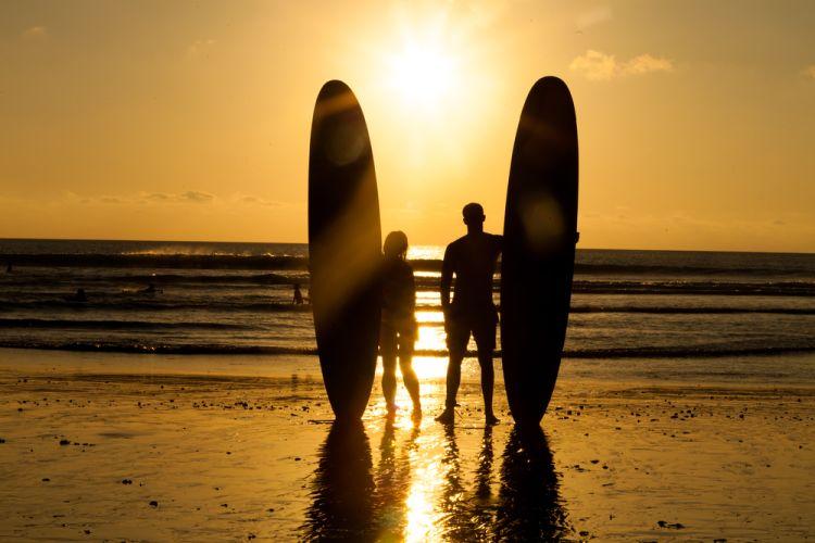 Surfing di Bali