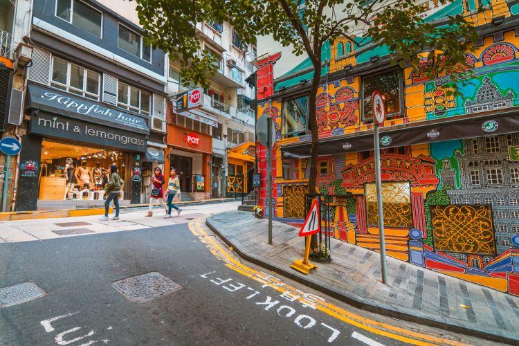 Jalan-jalan melihat mural di Old Town Central