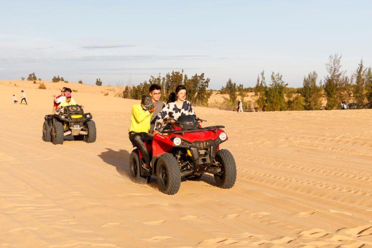 7 Hal Seru yang Wajib Dilakukan di Mui Ne_Naik ATV di White Sand Dunes